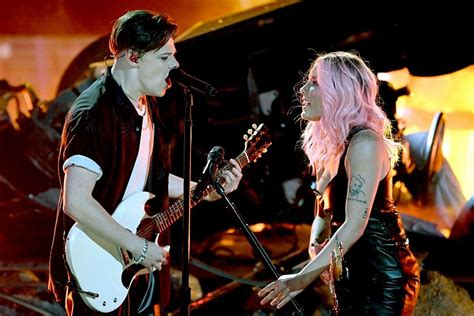 Halsey Brings Out Yungblud During Concert For Duet
